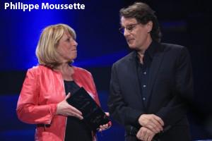 Remise du prix Miroir de la Renommé à Francis Cabrel par la Ministre Mme Christine St-Pierre.