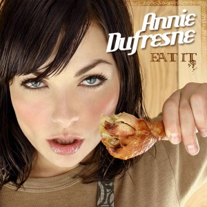 Eat It d'Annie Dufresne (On voit Annie avec une cuisse de poulet)