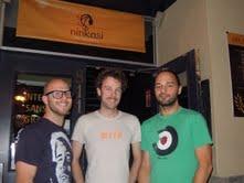 Matt Track, Jérémi Roy, et  Françis Gaulin devant le Ninkasi