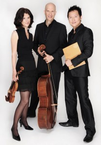 ulie-Anne Derome, violon (prix Virginia Parker), Gabriel Prynn, violoncelle (King Edward VII Foundation Award) et Wonny Song, piano