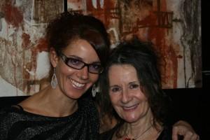 Mélanie Poirier, accompagnée de l'artiste Arianne Themens qui a également été sélectionnée pour exposer au Carrousel du Louvre, une artiste que représente la Galerie mp tresart. Rappelons que Mélanie Poirier est propriétaire de la Galerie mp tresart.