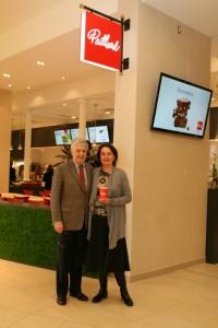 : Yves Simard et Rebecca Simard, propriétaires Paillard rue St-Jean et Galeries de la Capitale.