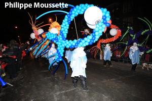 un tableau du défilé de nuit de la Haute-Ville