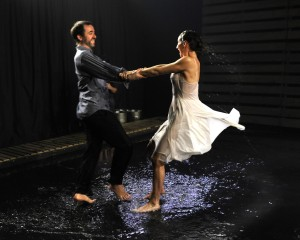 Élan de joie par 2 danseurs-comédiens