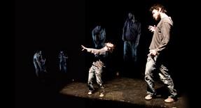 Para quedar / pour rester humain Par Productions Rhizome Les 26 et 27 avril 2012 à 20 h, et samedi, 28 mai à 15h