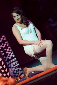 Burlestacular - la femme de 50 pieds