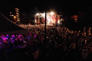 La foule de la scène Desjardins