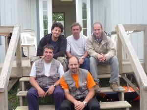 Une partie de l'équipe d'artificiers de l'Espagne, dirigée par Albert Rovira (chandail orange)