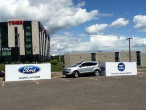 La Ford Escape se stationne elle-même...