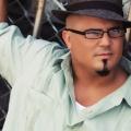 Premier extrait radio de Rey El Vikingo: No Real Love (un jour à la fois)