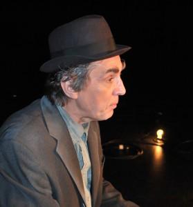 Roch Aubert dans Premier Amour mis en scène par Jean-Marie Papapietro © Théâtre de Fortune
