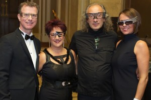 Normand Barabé et Johanne Ross, propriétaires d'OPTIBOUTIQ, en compagnie du célèbre designer Alain Mikli et Florence Duhaine