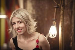 Ingrid St-Pierre au café-théâtre Côté-Cour à Jonquière le vendredi 9 novembre