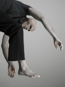 Marc Boivin danse avec le Quatuor Bozzini