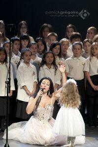 Giorgia Fumanti et la chorale des Petits chanteurs de Charlesbourg