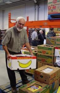 Monsieur Robert Sheedy, bénévole au centre de distribution de Moisson Québec
