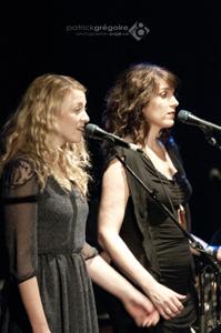 Ses choristes aux voix magnifiques —  Stéphanie Boulay.et Lana Carbonneau