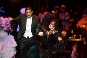 Gabriel et Rosaline au bal du prince Orlovsky (Marc Hervieux et Caroline Bleau) © Yves Renaud