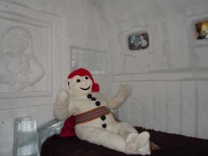 Bonhomme Carnaval découvre sa suite à l'Hôtel de Glace !