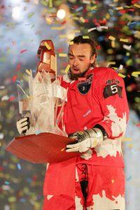 Derek Wedge de la Suisse remporte le Championnat du monde de ice cross downhill 2013,