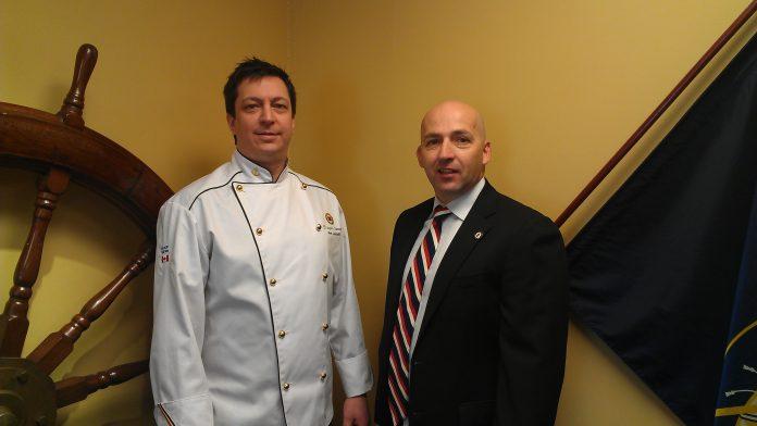 le nouveau chef François Samson et le superviseur de la restauration, Martin Genest
