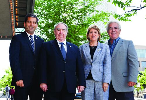 Pierre Paul-Hus, vice-président des finances; Me Ghislain K.-Laflamme, président; Carole Cliche, vice-présidente à l'administration et Denys Paul-Hus, vice-président des opérations