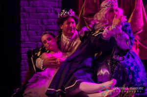 De gauche à droite, Camille Massicotte (Aurore), Jean Aubé (Roi), Andrée Bonneau (Reine), dans le numéro La belle au bois dormant