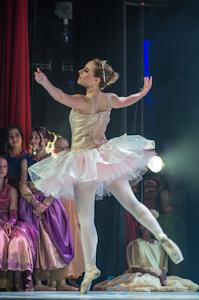 Camille Massicotte, interprète d'Aurore dans le numéro La belle au bois dormant
