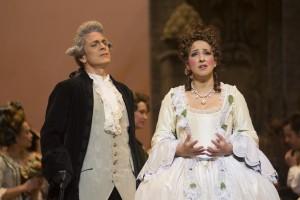 Alain Coulombe (comte des Grieux) et Marianne Fiset (Manon) Photo: Yves Renaud
