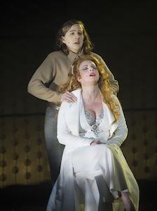 Éveline Gélinas (Bec-de-lièvre) et Maude Guérin (Carmen)