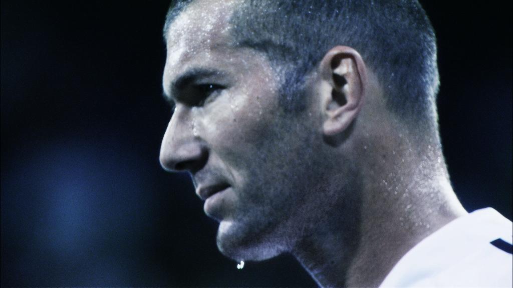 Douglas Gordon et Philippe Parreno. Zidane, un portrait du 21e siècle, 2006, installation vidéo numérique à 2 canaux, 90 min, Musée des beaux-arts du Canada, Ottawa © Anna lena films / Palomar Pictures