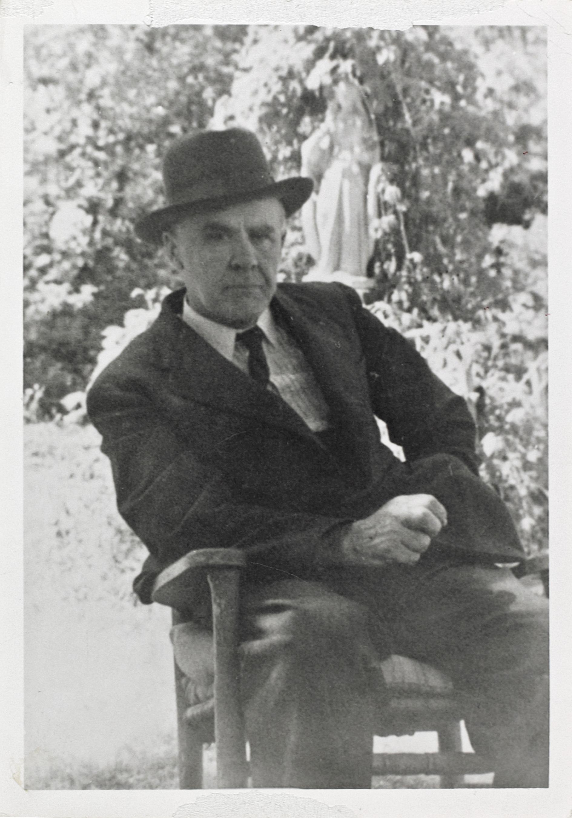 Marc Aurèle Fortin à l'œuvre, photographié par sa sœur Blanche en 1934. Coll. : MNBAQ