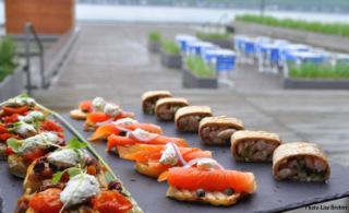 Quelques bouchées du chef Julien Dumas, servies sur la terrasse du Café de la promenade.