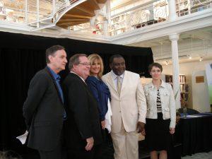 Dominique Michel entourée de Yves Jacques, Guy Berthiaume, Le Ministre Maka Kotto et Hélène Charbonneau