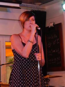 Keff, la chanteuse du groupe