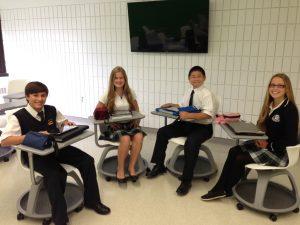 Mathéo Magras, Mathilde Proulx, Yi Chen Zheng et Béatrice Vallière, étudiants au Collège Jésus-Marie