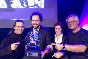 Mathieu Bich, magicien champion du monde 2006, Marc Trudel, grand champion du concours international de magie Michel Cailloux, Renée-Claude Auclair et Pierre Hamon, organisateurs du Festival de Magie de Québec.