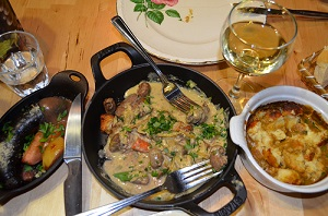 De gauche à droite-Boudin, ragoût d'abattis et quenelle de poisson