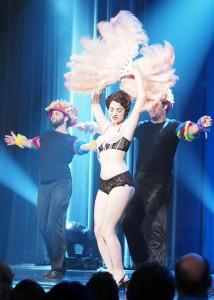 Nina Feather de Burlestacular