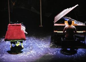 Anne-Marie au fauteuil et Mathieu au piano Photo: © Valérie Remise