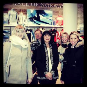 Svanhild Strøm, designer en chef Dale of Norway ; Henrik Lumholdt, Président Amérique du Nord Dale of Norway ; mesdames Suzanne et Geneviève Jourdain, co-propriétaires et Nancy Langlais, représentante Dale of Norway