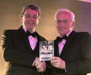 Pierre Girard (directeur général de Jeunes musiciens du monde) et Jean-Paul Gagné (président du jury et éditeur émérite Les Affaires).