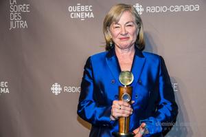 Micheline Lanctôt avec son prix Hommage