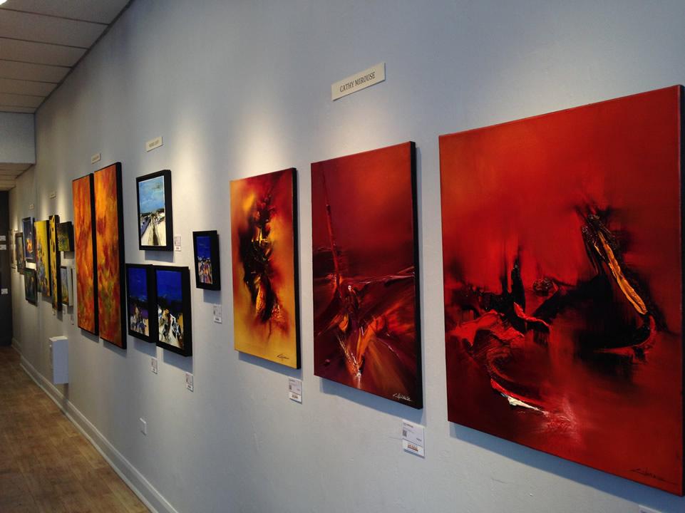 Vue du grand mur dans la galerie