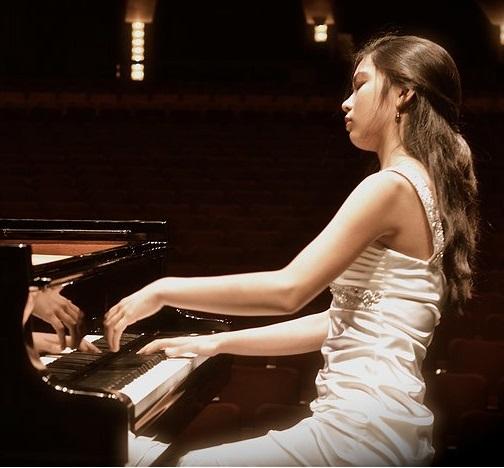 Anita Pari, piano et violoncelle