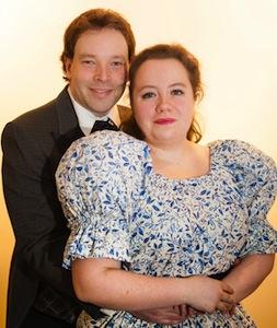 Coralie Heiler (Cosette) et Robert Falby (Marius)