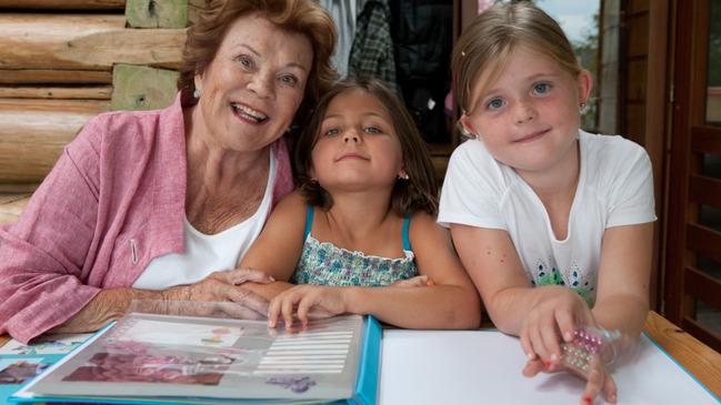 Ma vie en trois actes - Janette Bertrand et ses arrière-petites-filles, Sasha et Alexie  Céline Lalonde