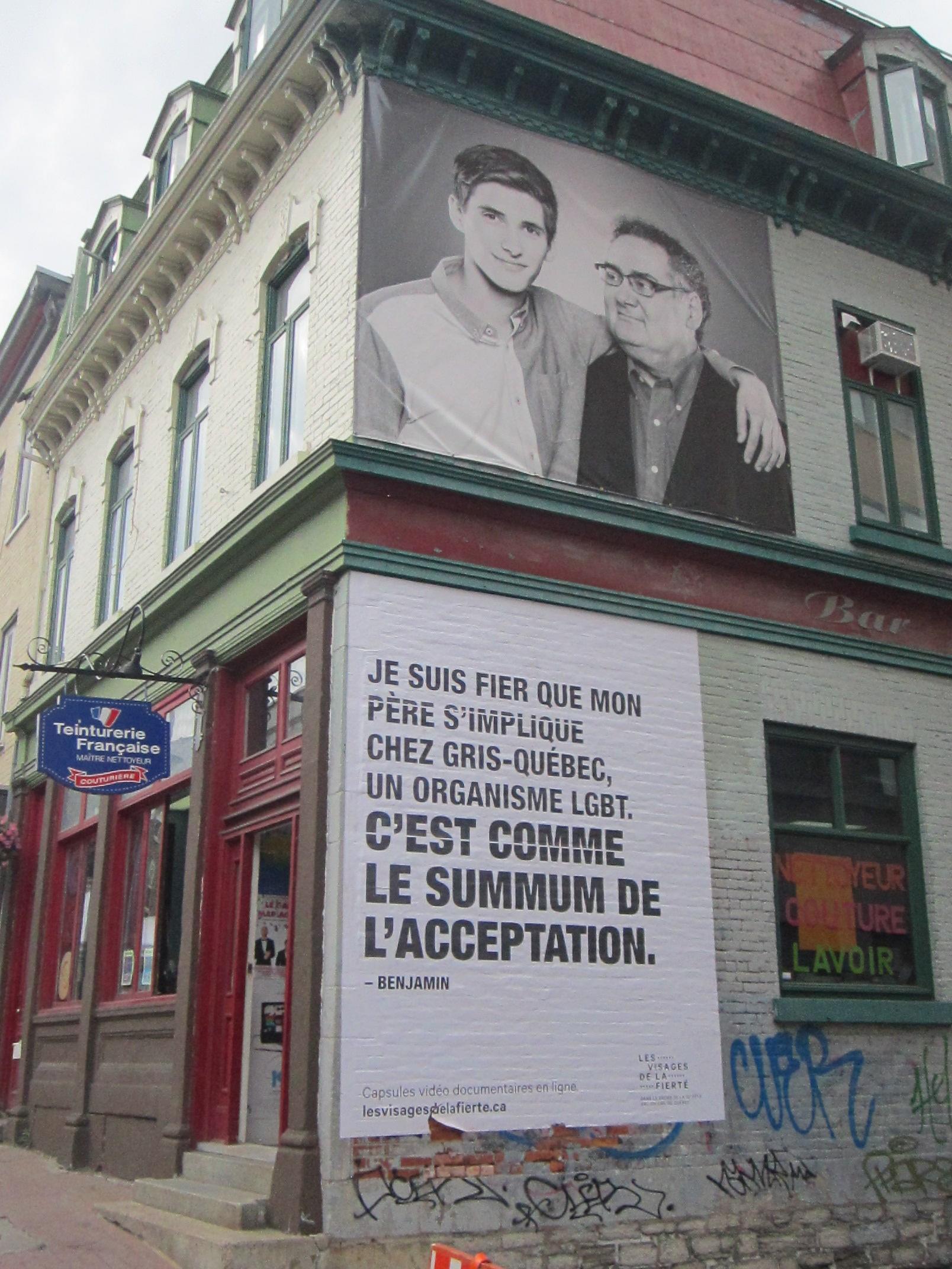 L'exposition sur les murs de la ville
