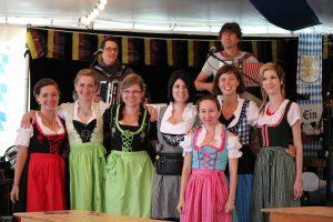 Personnel allemand de la tente Oktoberfest Bittburger