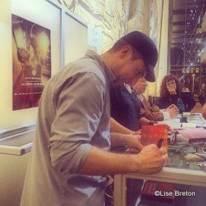 David Goudreault signe des autographes